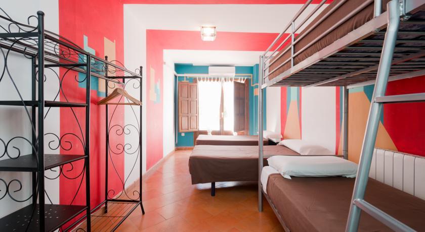 Habitación Cuádruple con baño privado y vistas a la Alhambra